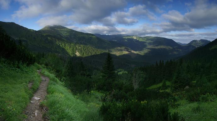 Zejście z Ciemniaka do Doliny Tomanowej
