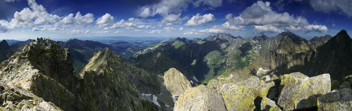 Rysy. Panorama ze słowackiego wierzchołka głównego, na wierzchołek graniczny.