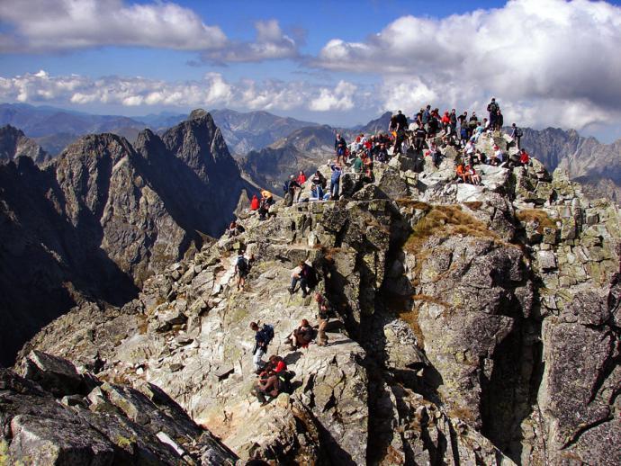Tradycyjny widok letni na szczyt Rysów.