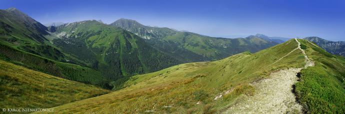 Wierzchołek Trzydniowiańskiego (z prawej) i Dolina Jarząbcza (z lewej)