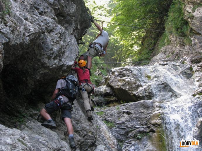 Most linowy nad wodospadem Rotschitza