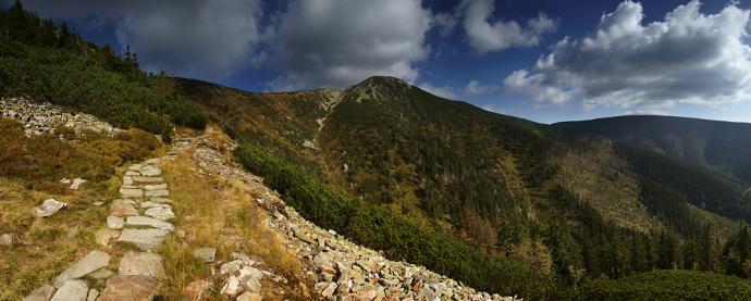 Widok na południową ścianę Luční hory.