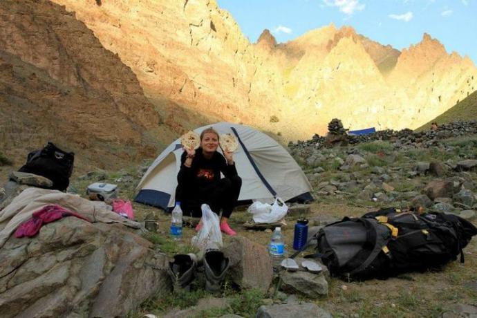 Przymusowy obóz I na wysokości 4100 m n.p.m. Jemy kolację
