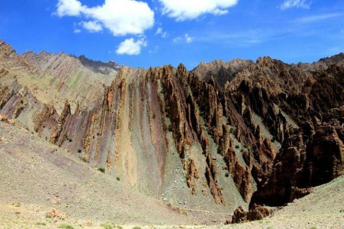 Fantastyczne kształty gór.Te nazywamy smoczymi, bo wyglądają jak grzbiet smoka