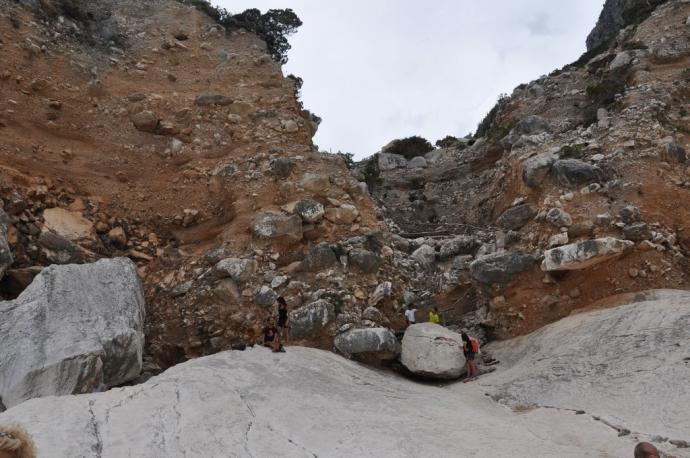 Zejście na Cala Goloritze