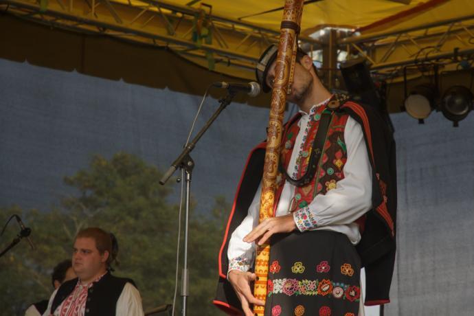 Muzykant grający na fujarze