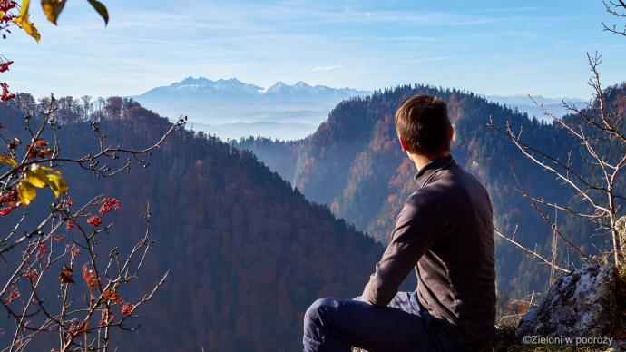 Widok na Tatry z Sokolicy. Miło tak posiedzieć przy pięknej pogodzie.