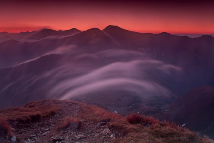 Oczekiwanie na pierwszy promień słońca w Tatrach Zachodnich.