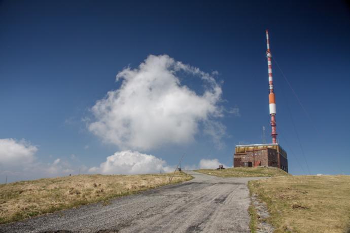 Stacja przekaźnikowa TV na Kralovej Holi, Niżne Tatry (nocleg na podłodze w przedsionku)