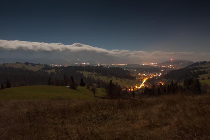 Wał chmur nad Tatrami podczas wiatru halnego