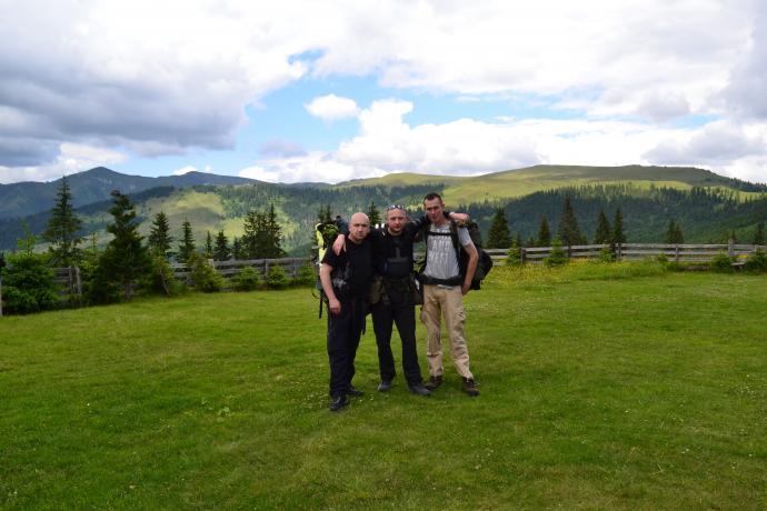 Wspólne zdjęcie na Przełęczy Prislop, tuz przed wyjściem w głąb gór