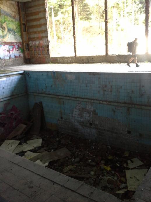 Głęboki basen w Kozubniku - obecnie wysypisko