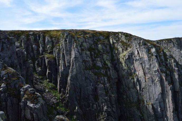 Ściany skalne Wielkiego Kotła widziane z punktu widokowego
