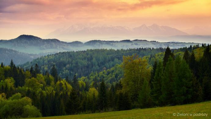 Tatry z okolicy Przełęczy Gromadzkiej tuż po zachodzie