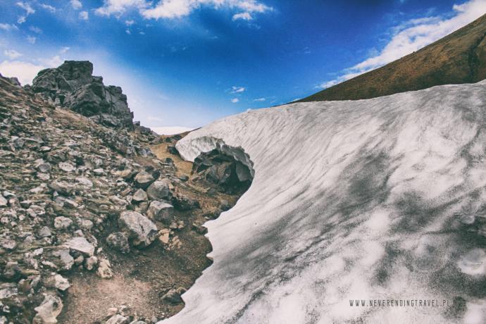 Śnieg na zboczu wulkanu
