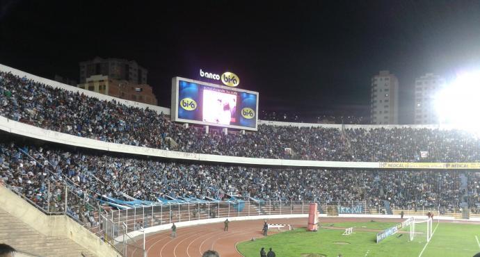 Stadion z wypełnioną widownią