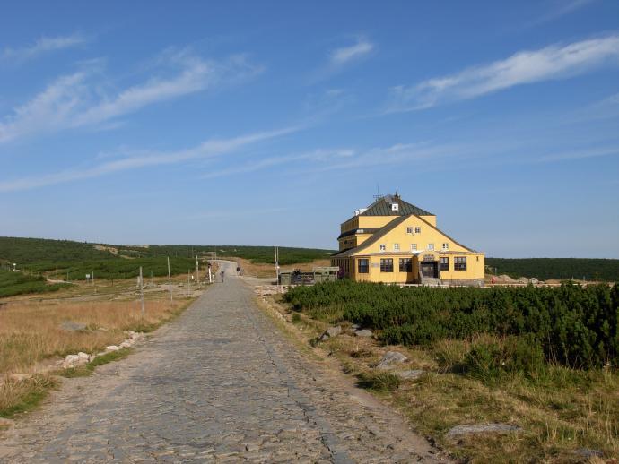 """Schronisko """"Dom Śląski"""" położone na Przełęczy pod Śnieżką"""