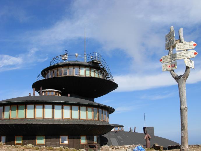 """Obserwatorium Meteorologiczne w kształcie """"latających talerzy"""""""