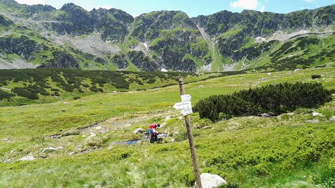 Odejście z niebieskiego szlaku na Szpiglasową Przełęcz