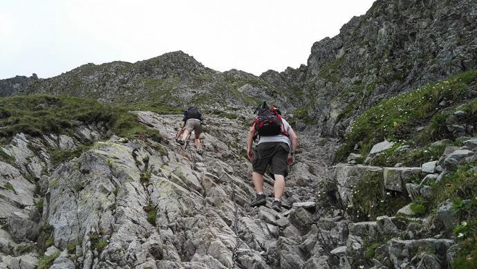 Wejście na Szpiglasową Przełęcz po łańcuchach