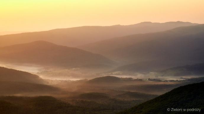 Ustrzyki Górne spowija jeszcze mgła