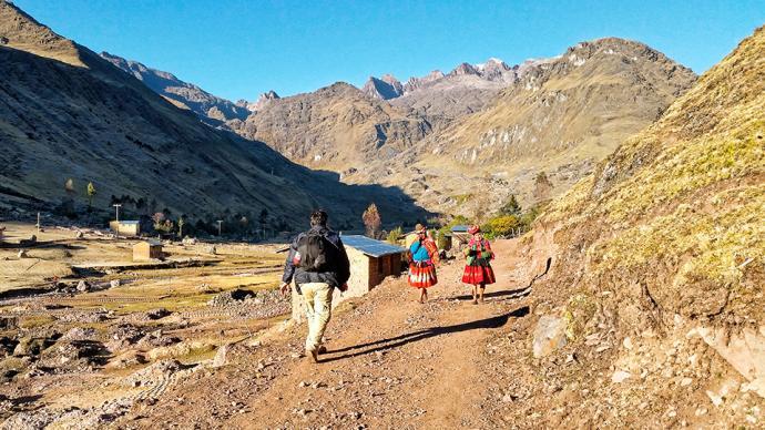 Lokalna ludność peruwiańska na szlakach w Andach