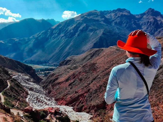 Widok z góry na kopalnię soli w Salineras de Mars
