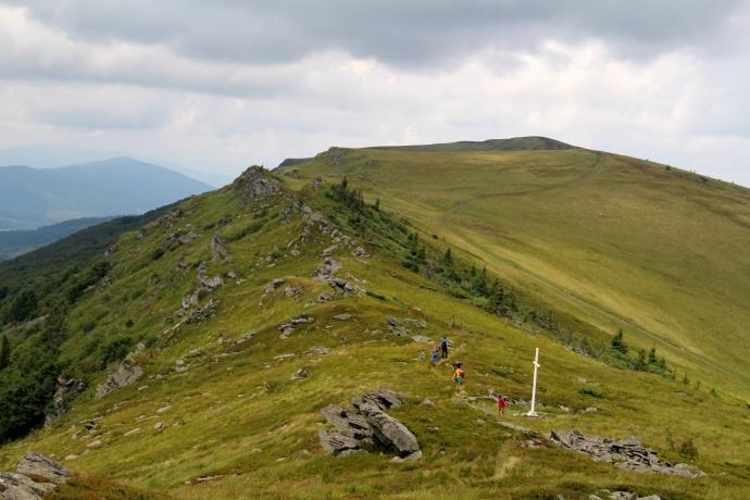 Krzyż na Przełęczy Ruski Put, i widok na trasę dnia jutrzejszego
