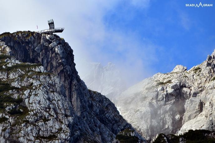 Platforma widokowa AlpspiX, składająca się z dwóch metalowych ramion o długości 24 metrów.