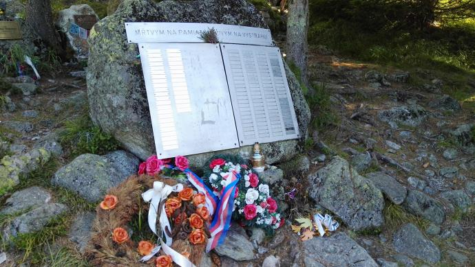 Mŕtvym na pamiatku, živým na výstrahu - Martwym na pamiątkę, żywym na przestrogę