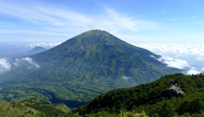 Wulkan z oddali