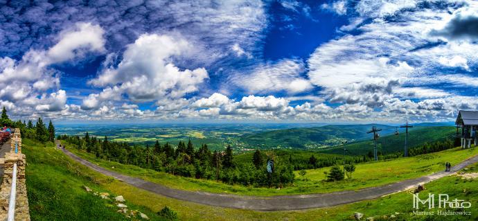 Panorama ze Stogu Izerskiego - taka pogoda i widokiem przywitały nas góry.