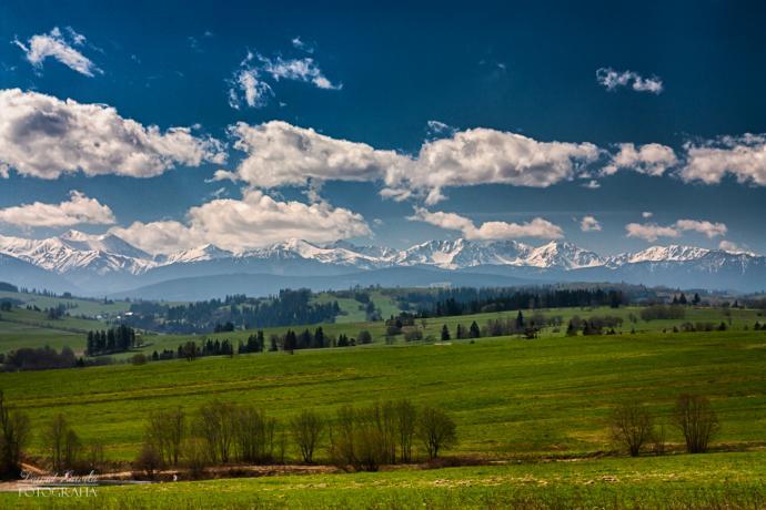 Widok na Tatry ze wsi Ząb