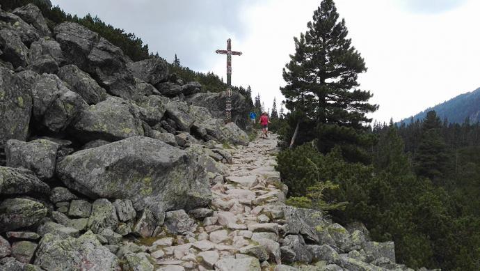 Dojście do Tatrzańskiego Cmentarza Symbolicznego