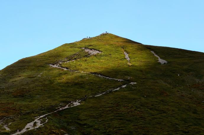 Zakosami na szczyt, a tam już są ludziki
