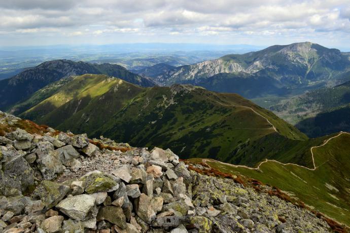 Północ: Grzbiet Ornaku aż po Siwą Przełęcz, na drugim planie Kominiarski, Ciemniak i Krzesanica