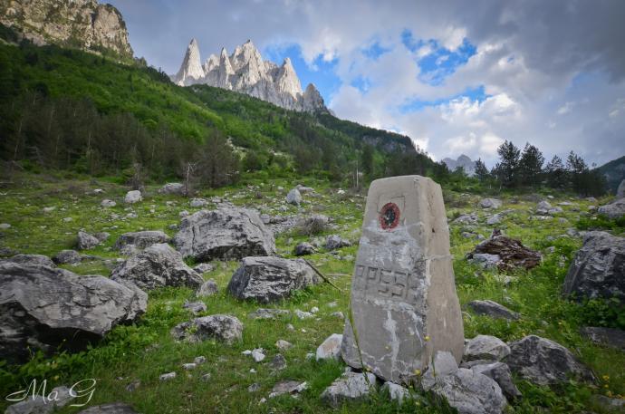 Słup graniczny Czarnogóry i Albanii