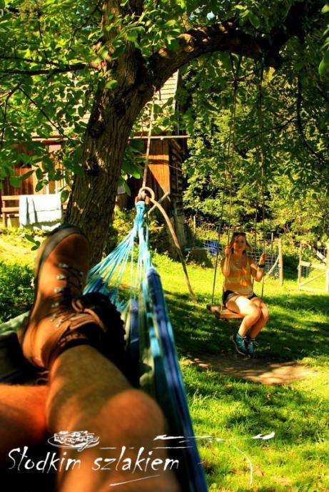 Hamak i huśtawka przy chatce