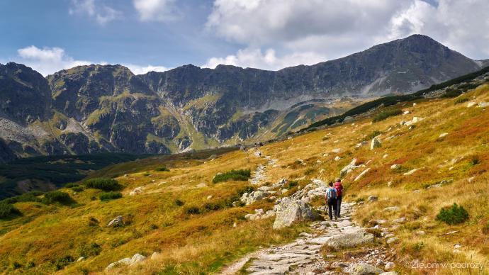 W Dolinie Pięciu Stawów krajobraz już bardziej jesienny