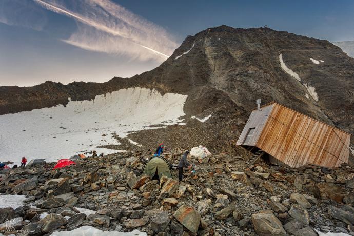 Pole namiotowe koło schroniska Tete Rousse