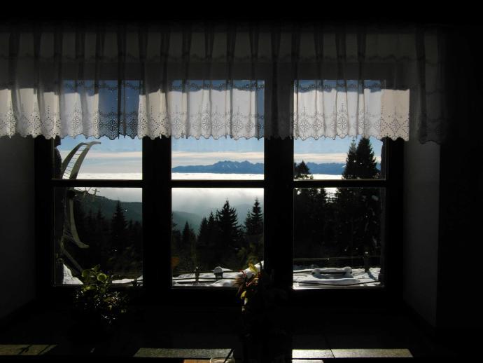 Takie cuda widać z okna schroniska na Turbaczu... :)