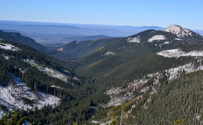 Dolina Łatana, Osobita i Beskidy