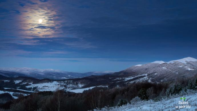 Zima w Bieszczadach. Pierwsze widoki są urzekające. Superksiężyc i ośnieżona Połonina Wetlińska