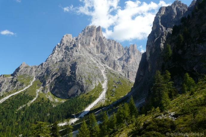 Schronisko Vincenza schowało się w skalnym kotle