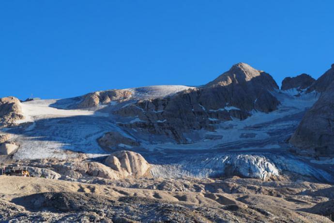 Ostatni rzut oka na pokrytą lodowcem Marmoladę.