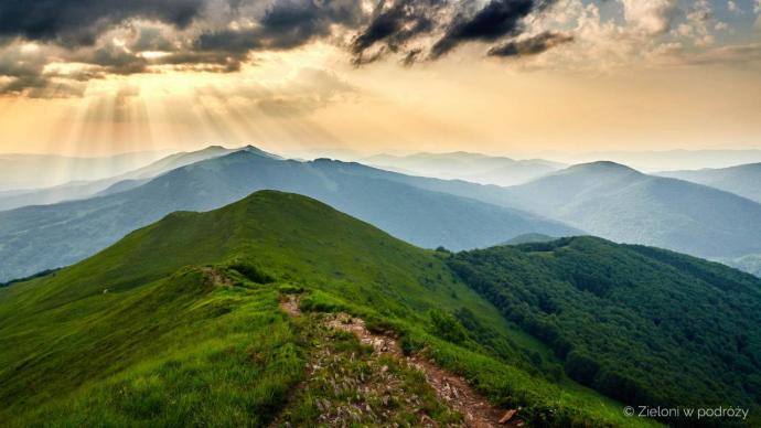 Zachód w Bieszczadach. Było pusto, cicho i z pięknymi panoramami. Tak jak lubimy :)