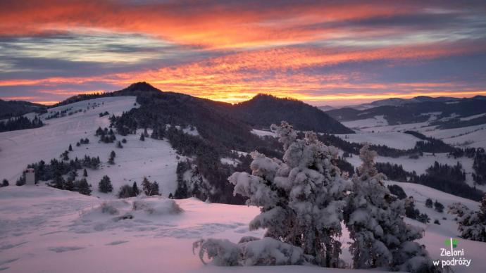 Pierwsze promienie w zimowych Pieninach