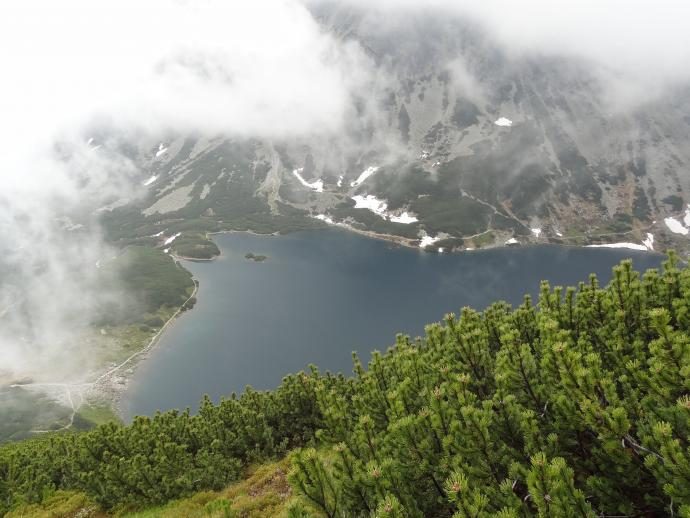 Czarny Staw Gąsienicowy ze szlaku na przełęcz Karb.