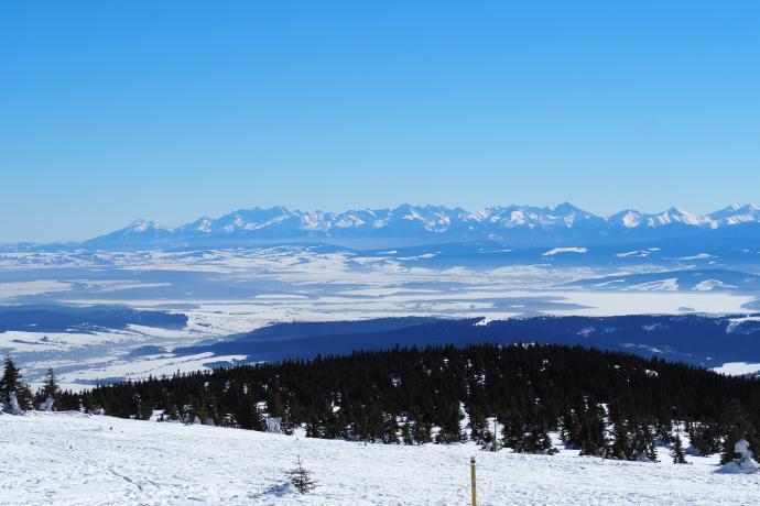 Widok z Pilska ciągnie się od Tatr
