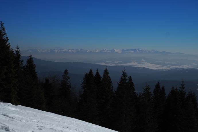 Na horyzoncie odnajdujemy znajome szczyty Tatr.